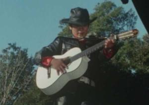 白いギターと早川健