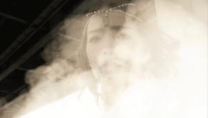 煙の中へ消えるソフィア